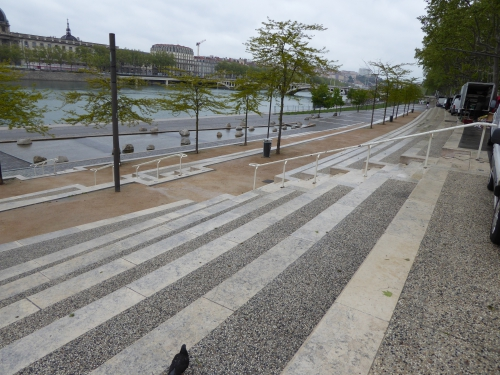 Lyon, berges du Rhône, Printemps, espace urbain