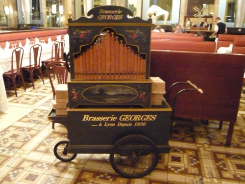orgue de barbarie, brasserie Georges, Lyon